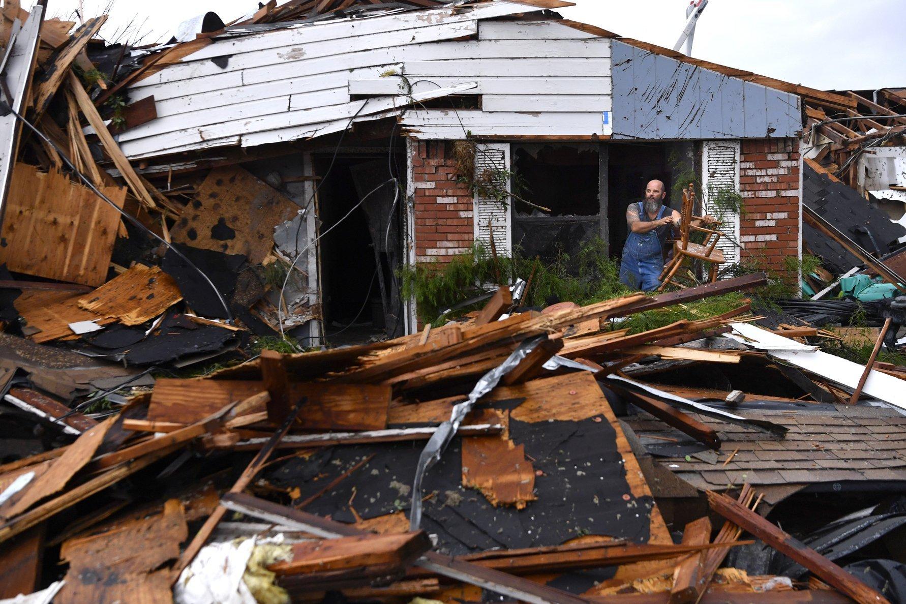 EF2 tornado in southern Oklahoma and Arkansas
