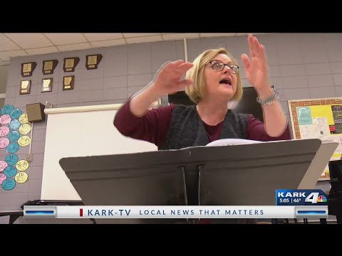VIDEO: A new way of singing hits Sylvan Hills Choir room