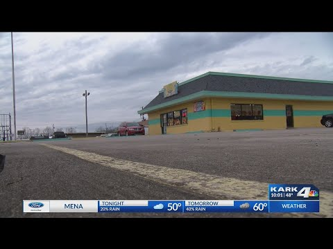 VIDEO: Employees react to fatal stabbing outside Pine Bluff restaurant