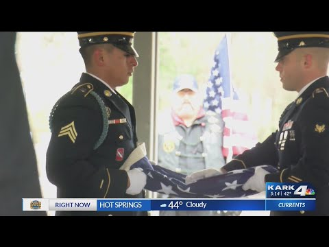 Watch: Hundreds attend funeral for Arkansas Veterans who had no family