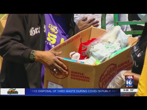 Watch: Pine Bluff food pantry gives out hundreds of meals and groceries to those in need