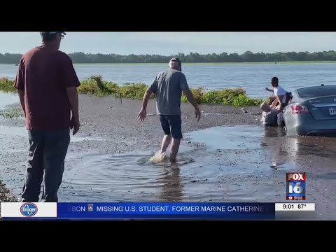 Watch: Mother, two sons saved from sinking car in Chicot County
